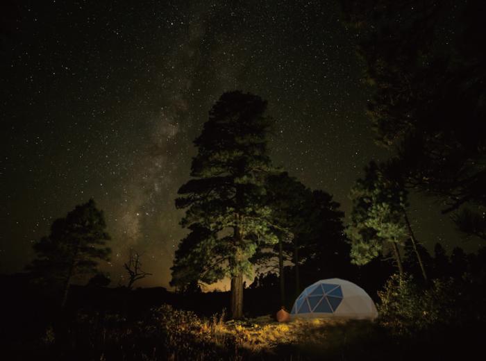 宙のドームの使用例 グランピングテントとして